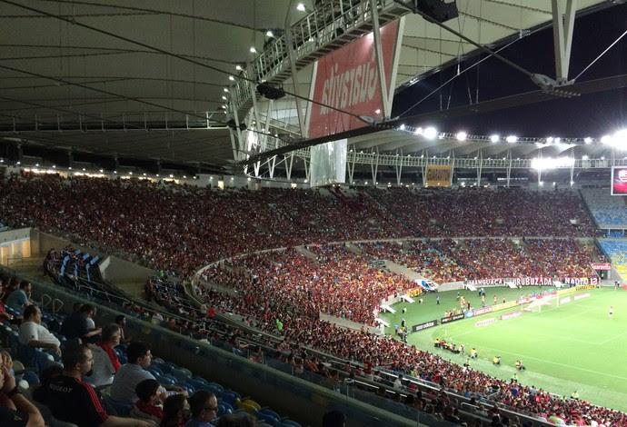 Torcida do Flamengo encheu um lado da arquibancada do Maracanã (Foto: Ivan Raupp)