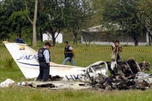 Imagen de un accidente aéreo en el que una avioneta cayó a tierra. EFE/Archivo