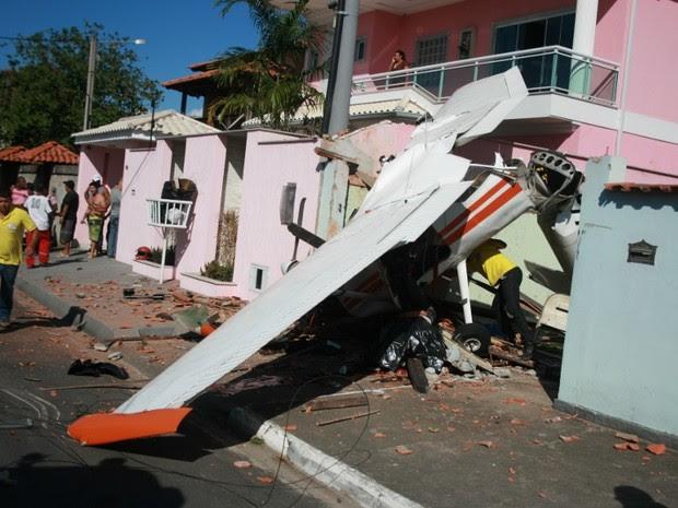 avião cai em maricá (Foto: Romário Barros/ Lei Seca Maricá )