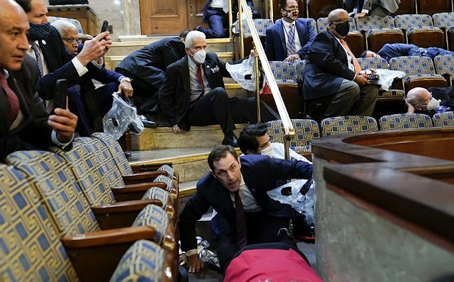 Ataque de extremistas ao Congresso Americano deixa 4 mortes e vários período