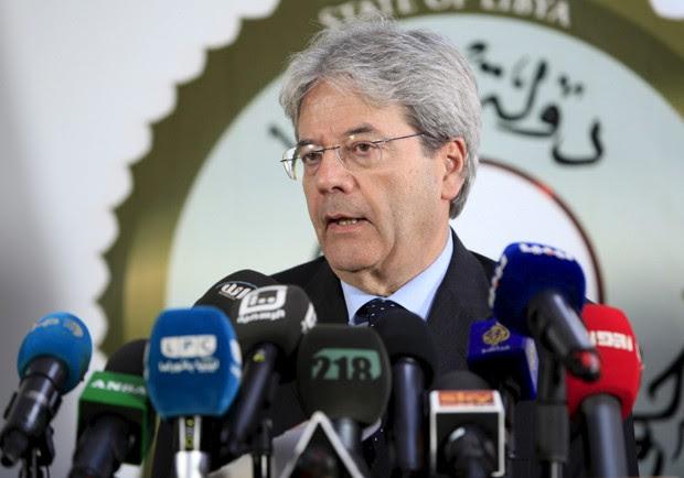 Ministro das Relações Exteriores italiano, Paolo Gentiloni, falou sobre tragédia com barco de imigrantes (Foto: Ismail Zitouny/Reuters)