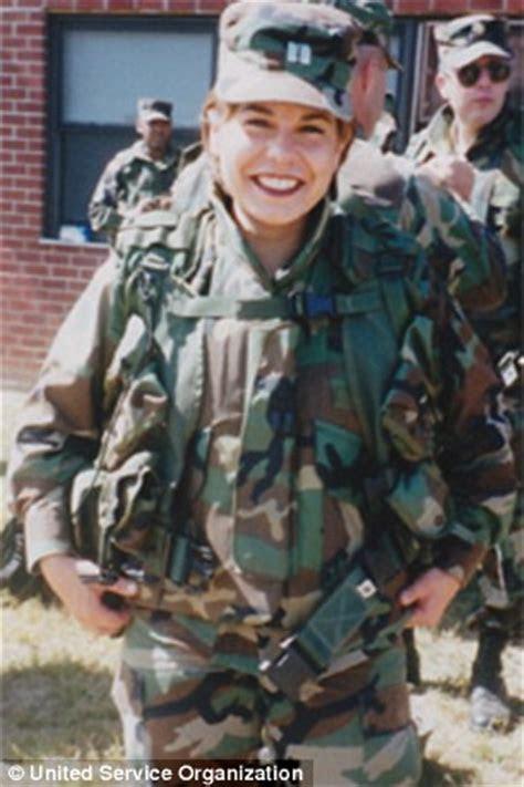 Female U.S. Army veteran with prosthetic leg proudly hits