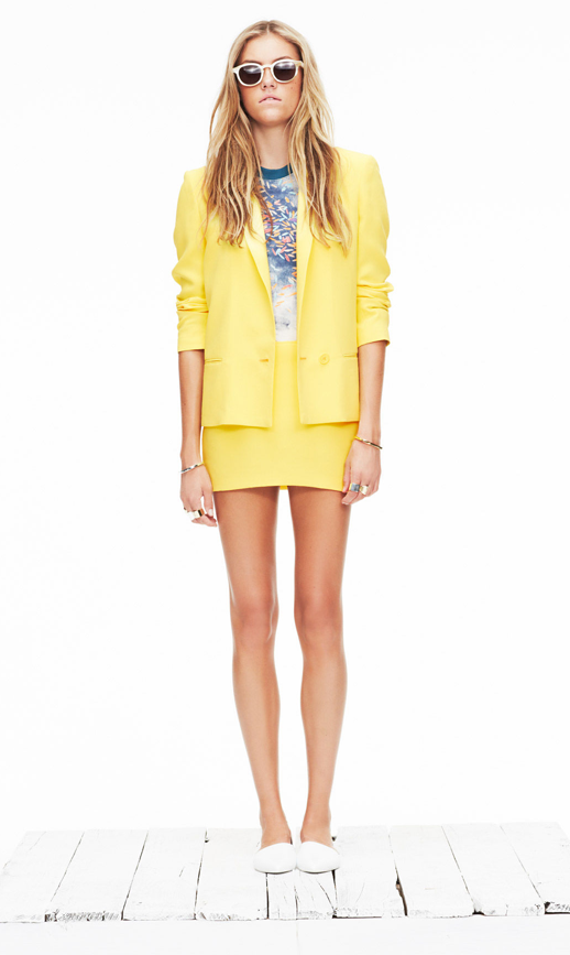 LE FASHION BLOG JENNI KAYNE SPRING SUMMER SS 2013 SHOW PRESENTATION WHITE SUNGLASSES YELLOW SKIRT SUIT BASIC BRIGHT TEE TSHIRT WHITE DORSAY FLATS