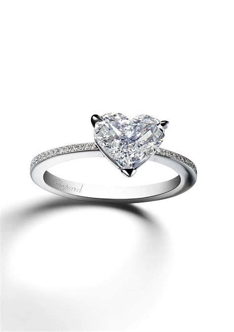 Heart shaped diamond engagement rings: the most romantic