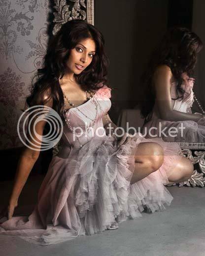 http://img.photobucket.com/albums/v105/ApunBindaas/bollywood/Bipasha.jpg