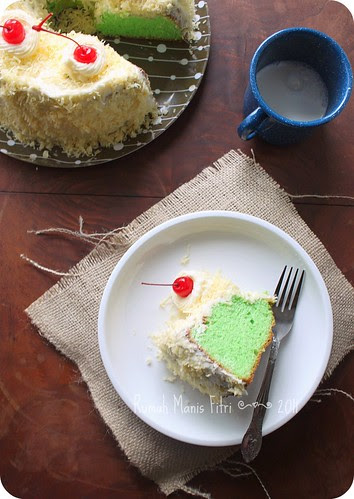 Pandan Chiffon Cake by Fitri D. // Rumah Manis