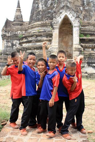 Kiddos at Wat Phra Si Sanphet (I think)