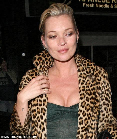 hot and sexy kate moss cleavage