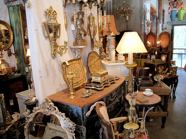 More Antiques on Magazine