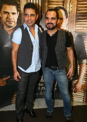 """16.jan.2015 - Zezé di Camargo e Luciano, no lançamento do DVD """"Flores em Vida"""""""