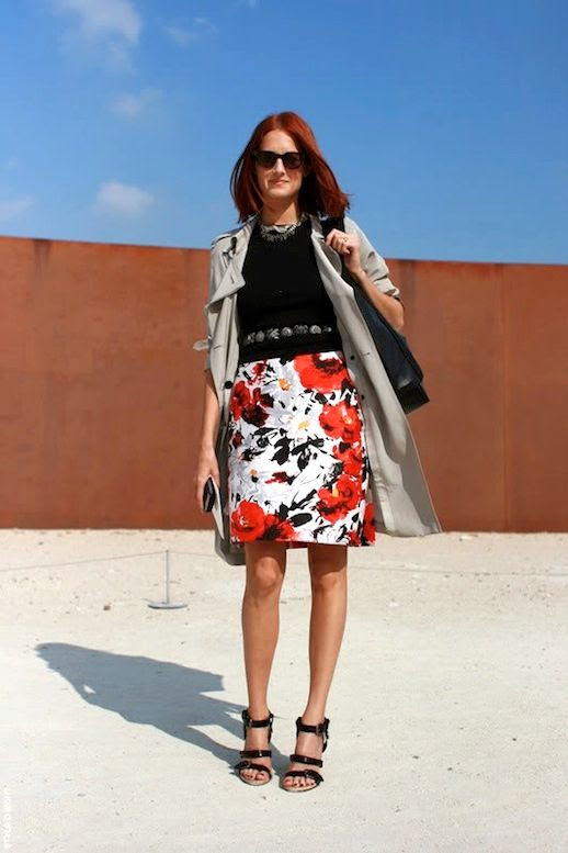 Le Fashion Blog 15 Ways To Wear Floral Prints Taylor Tomasi Hill Street Style Red Hair Trench Print Skirt Sandals Via Style Sightings photo 15-Ways-To-Wear-Floral-Prints-Taylor-Tomasi-Hill-Street-Style-Red-Hair-Trench-Print-Skirt-Sandals-Via-Style-Sightings.jpg