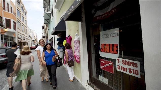 Des passants à San Juan, à Porto Rico