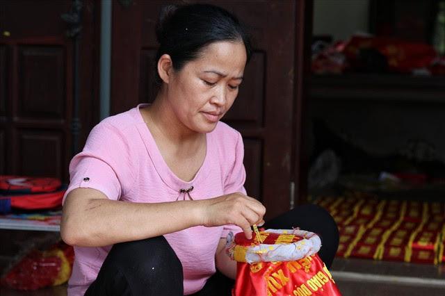 Hà Nội: Không khí nhộn nhịp ở làng nghề may cờ Tổ quốc - Ảnh 5.