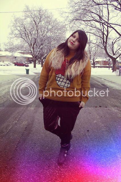 Jessica Ip Plus Size Fashion Blogger Toronto plusblogger fur urban outfitters