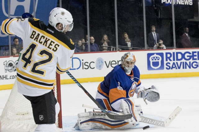 Thomas Greiss arrête le tir de David Backes.... (Photo Mary Altaffer, AP)