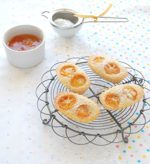 Vanilla bean and candied kumquat financiers / Financiers de baunilha com quincans em calda