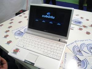 Petit ordinateur Asus EeePC sur le stand de l'AFUL au salon Solutions Linux 2008