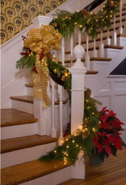 71 Awesome Christmas Stairs Decoration Ideas - 15 - Pelfind