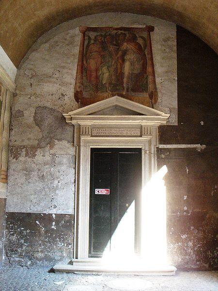 File:Celio - Santi Quattro - ingresso della Confraternita dei Marmorari 01525.JPG