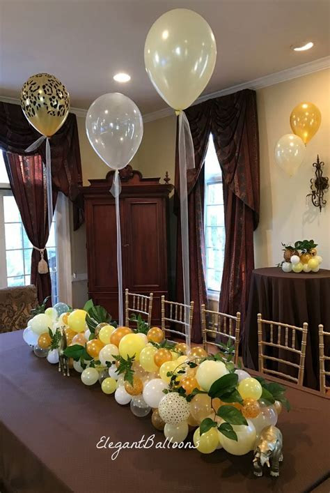 Organic balloon table runner. Classy decoration for your