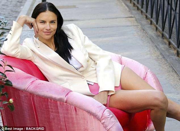 """""""Mas se eu puder ficar mais tempo, eu vou"""": Adriana disse às pessoas no ano passado que era um anjo: """"Meu plano é ficar o tempo que meu corpo me permitir, pelo menos até os 40 anos, de modo que mais anos"""