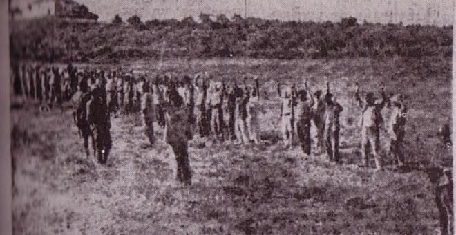 Grupo de campesinos de Fernán Núñez (Córdoba) esperando su fusilamiento.
