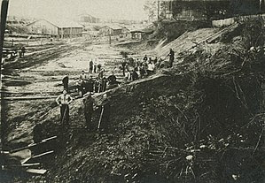 http://upload.wikimedia.org/wikipedia/commons/thumb/0/07/Gulag_work.jpeg/300px-Gulag_work.jpeg