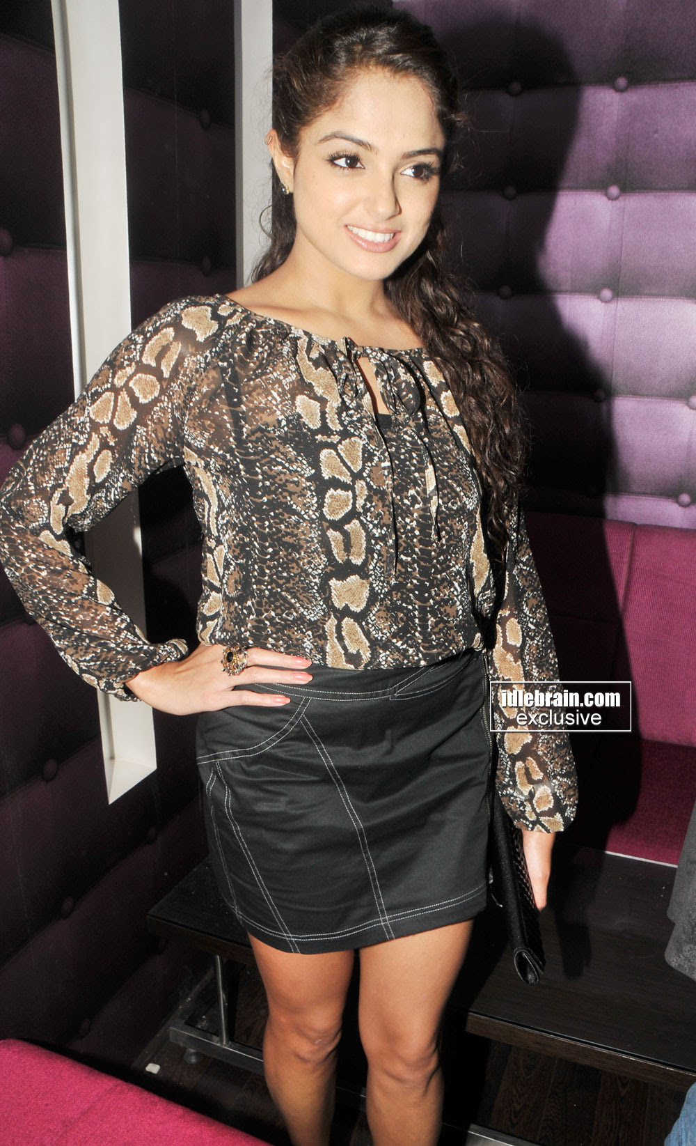 Asmita Sood Showing Her Thunder Thighs  Event Function