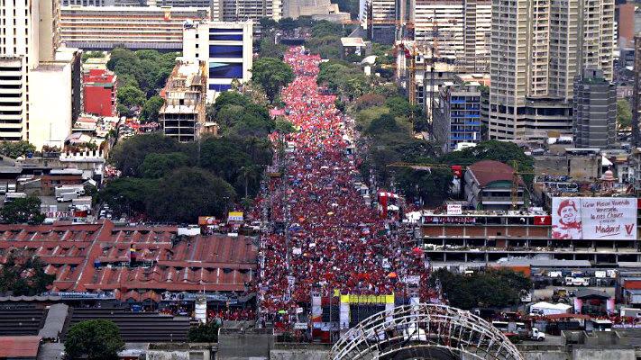 La Avenida Bolívar a reventar
