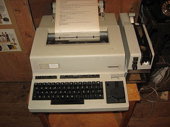 English: Telex machine Svenska: Telexmaskin
