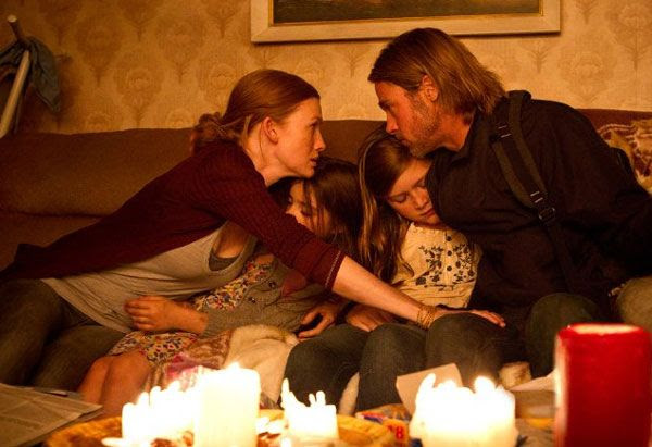 Gerry Lane spends one last moment with his family before flying off to save the world from zombies in WORLD WAR Z.