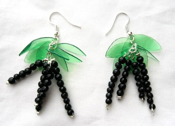 Fruit earrings made of recycled plastic bottle Blackcurrant in black and green upcycled jewelry eco friendly