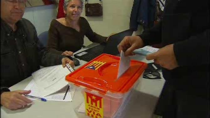 Els més de 33.800 socis de l'ANC amb dret de vot trien els 77 membres del secretariat