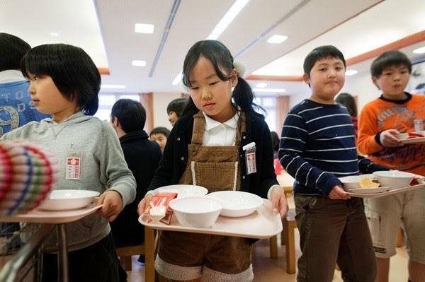 Những đứa trẻ Nhật được dạy về tính tự giác, kỷ luật, trách nhiệm và trung thực ngay từ khi bắt đầu ý thức được mọi việc.