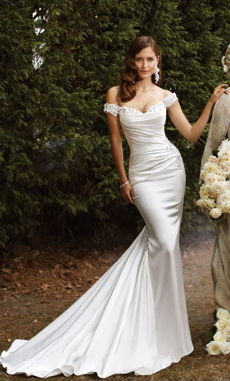 Best 25  Slinky wedding dress ideas on Pinterest   Sexy