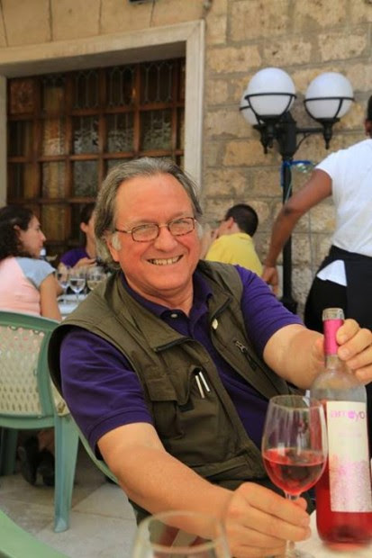 Gerry Dawes enjoying Rosado at Rincon de España in Burgos, Spain. (Photo by Jaana Rinne)