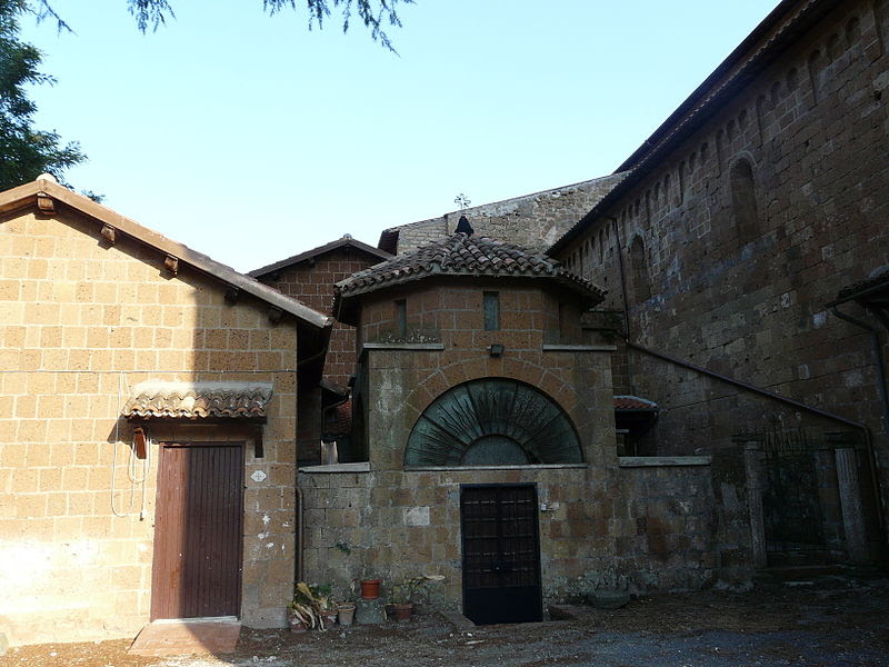 Fil: Acquapendente-Basilica San Sepolcro-abside4.jpg