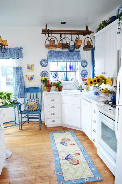 blue  white kitchen    didnt