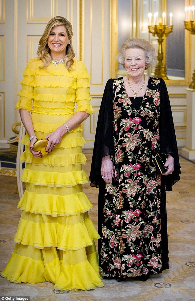 Maxima parecia em alto astral enquanto posava com a sogra, a princesa Beatrix.