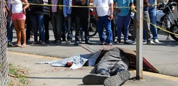 TAMAYO: Multitud mata a dos hombres que habrían asaltado banca