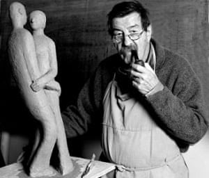 Günter Grass, with one of his sculptures – and his pipe.