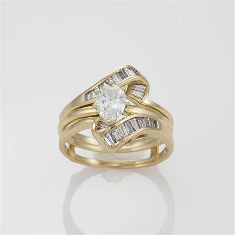 14k Yellow Gold Pear Shaped Center Diamond Solitaire