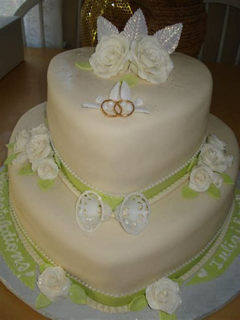 Euro Style Cakes: Heart shaped wedding cake