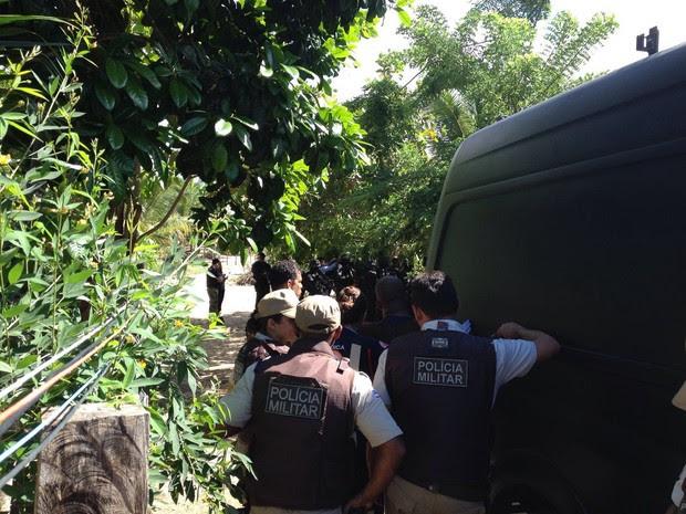 Ação policial para libertar mulher grávida em Porto de Sauípe (Foto: G1 Bahia)