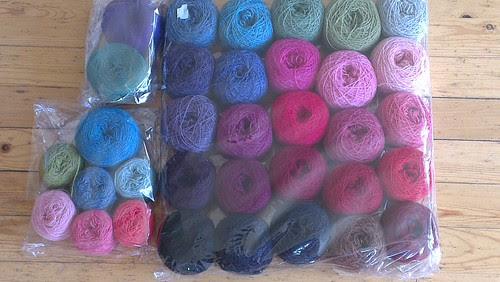 Mange strikketimer i disse posene