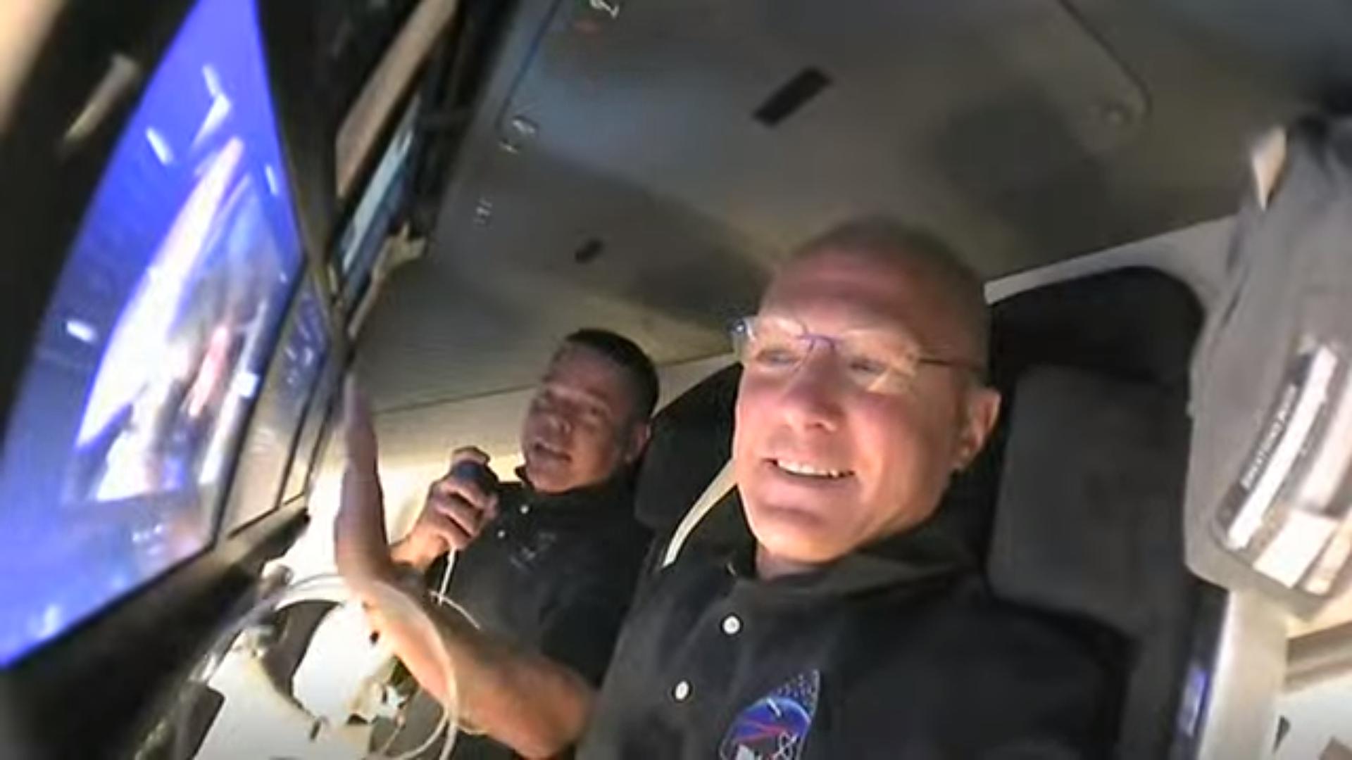 Tour SpaceX's Crew Dragon spaceship in orbit with NASA's Demo-2 astronauts (video)