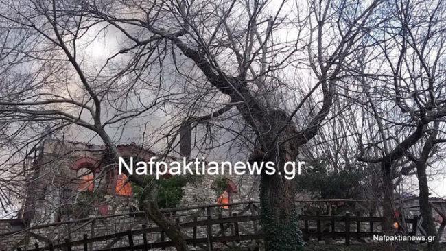Καίγεται η Ιερά Μονή Βαρνάκοβας. Βίντεο και εικόνες που σοκάρουν
