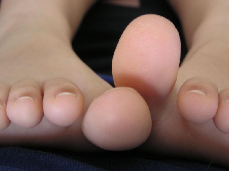 http://www.clinicalcorrelations.org/wp-content/uploads/2007/07/feet-2.JPG
