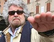 La foto in cui, secondo Anonymous, Grillo fa il saluto romano