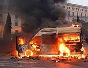 Camionetta dei carabinieri distrutta (Eidon)